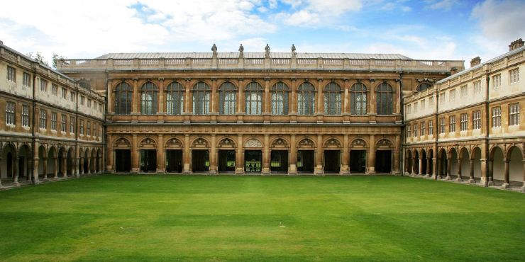 1200px-Cmglee_Cambridge_Trinity_College_Neviles_Court.jpg