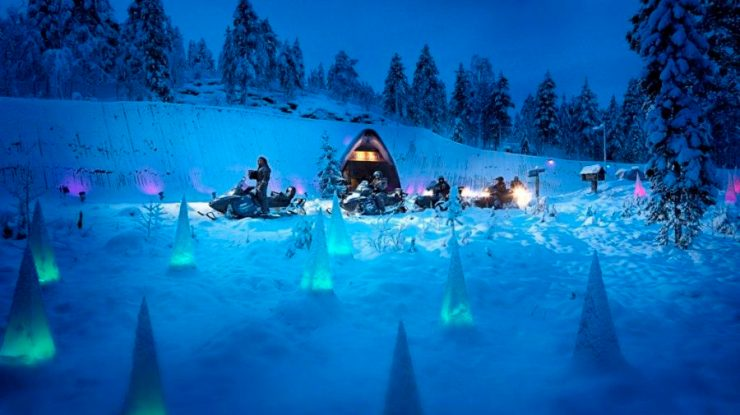 SantaPark-Outside-with-snowmobiles-900x505.jpg
