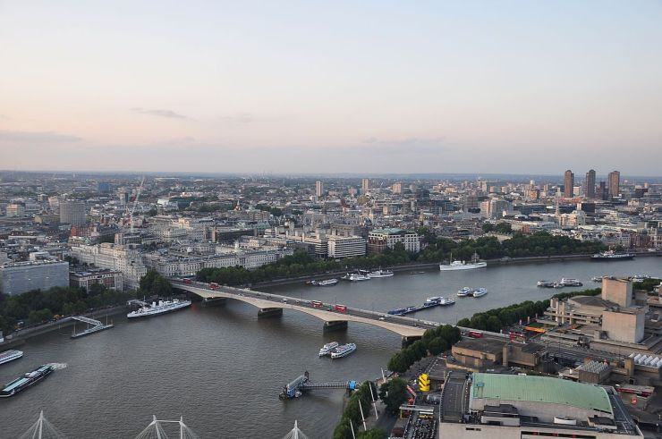 1200px-River_Thames_and_Waterloo_Bridge,_London-17Aug2009.jpg